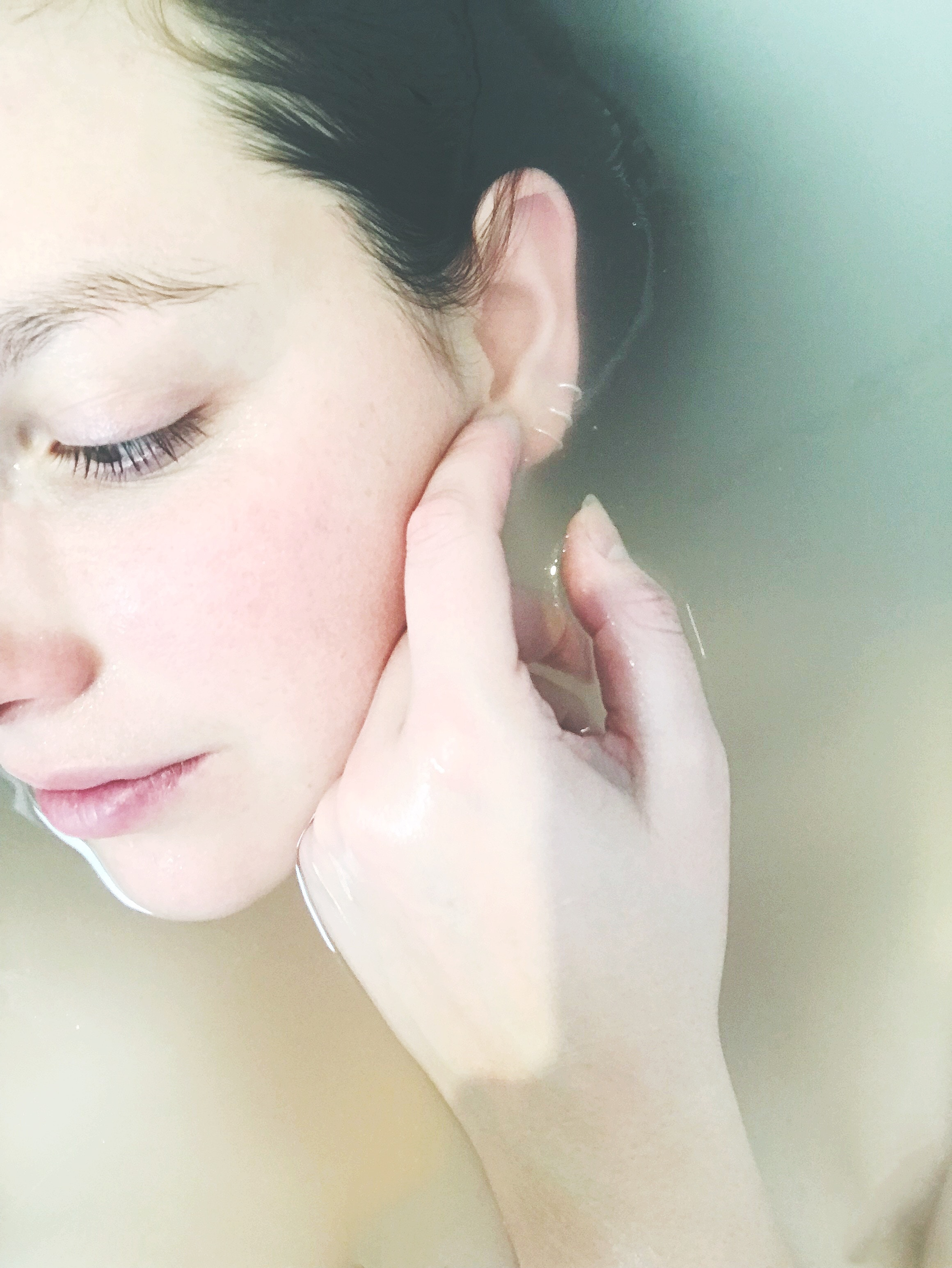 Is Hydrating the Skin the Same as Moisturizing?